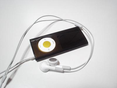 iPod nano(第四世代)とiPhoneのイヤホン