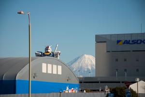 朝のガンダムと富士山