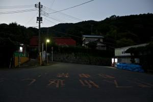暗闇迫る日向薬師バス停